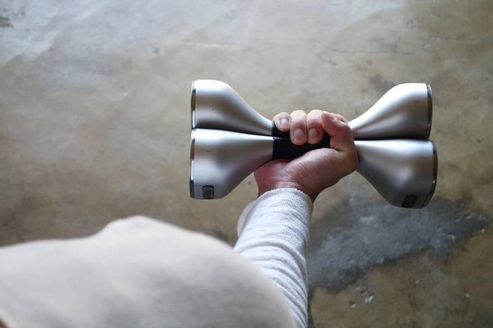 一套新型组合哑铃 可以搞定多种动作