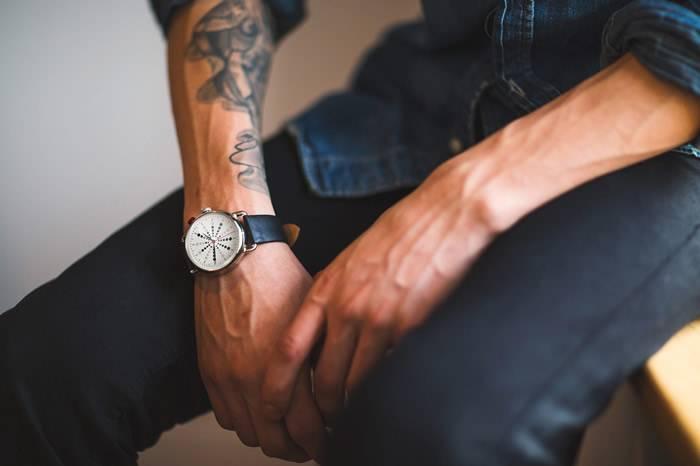 一款性感的数字手表 它就叫what watch
