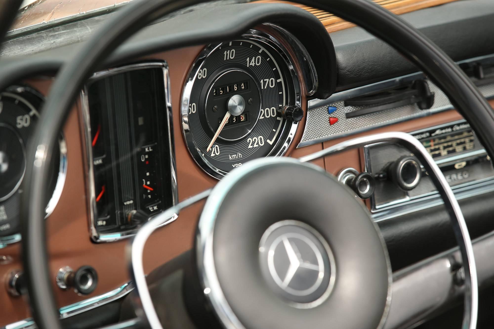mercedes-benz-classic-car-travel-gessato-3b
