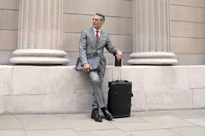 这是一款保护西装零褶皱的商务行李箱