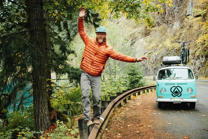 公路片不是简单意义上的旅行 而是一种自我放逐的生活方式