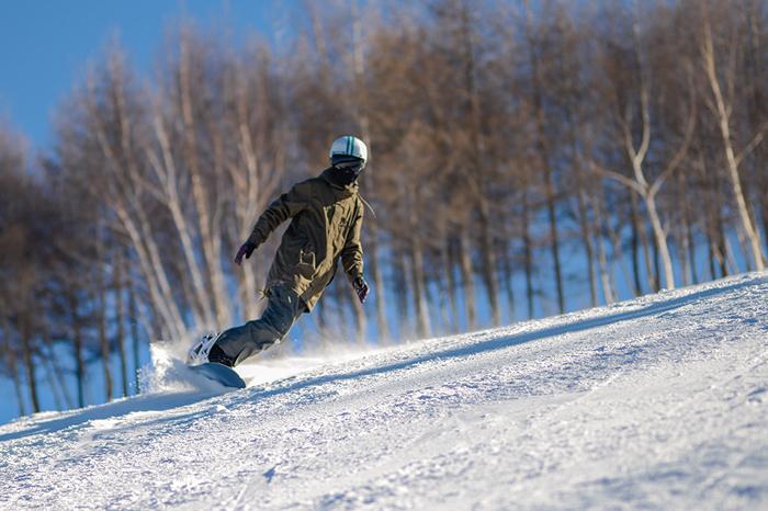 选物清单:他每周末都在滑雪 总结出的单板滑雪装备挑选大全