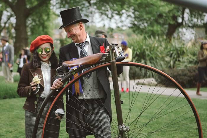 现场:1000名复古爱好者参与伦敦Tweed Run