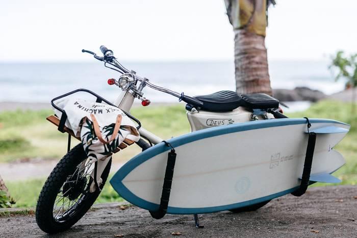 骑着这款摩托带着你的冰啤酒和冲浪板去海边吧