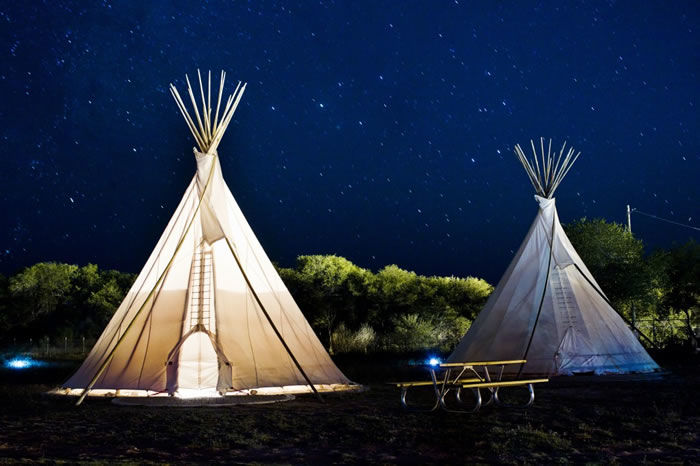 美国沙漠里令人流连忘返的露营酒店 在夜幕与大地间入眠