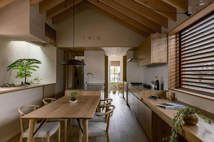 较为狭长住宅的设计改造方案 在宁静的日式住宅中享受四季变换