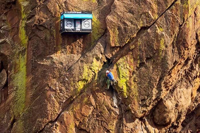这家开在悬崖上的快闪商店,只服务攀岩者,进店送100美元