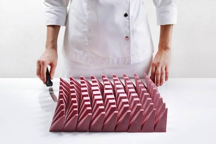 一位雕塑家 一位工程师 一位糕点师 三人联合打造全新蛋糕艺术
