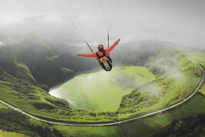 脱离地心引力,Adidas联手Outside TV打造绝美滑翔伞艺术短片