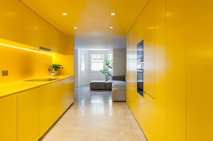 """俄罗斯工作室打造伦敦""""黄色""""地下室之家,让更多温暖洒入家中"""