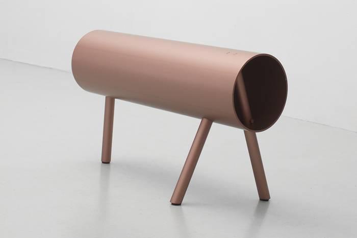荷兰品牌Os&Oos对传统圆管进行再设计,拼接出极简艺术家具
