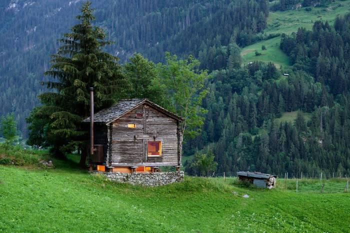 建筑师Rapin Saiz打造瑞士奢华林间木屋,营造出大隐于市的超脱之感