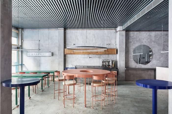 这家西班牙餐厅,能够让你瞬间沉浸于《银翼杀手》中的未来世界