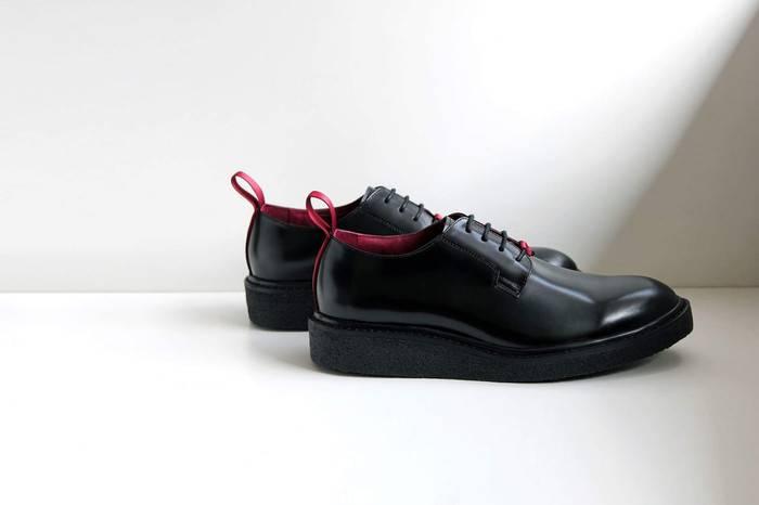 Fukurou living x WHILE发布联名绅士鞋款,在经典中追求细节
