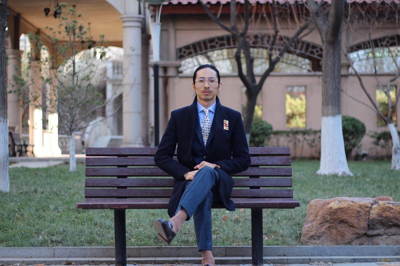 18岁他还在家干农活,现在的他是北京超酷的生活发型师