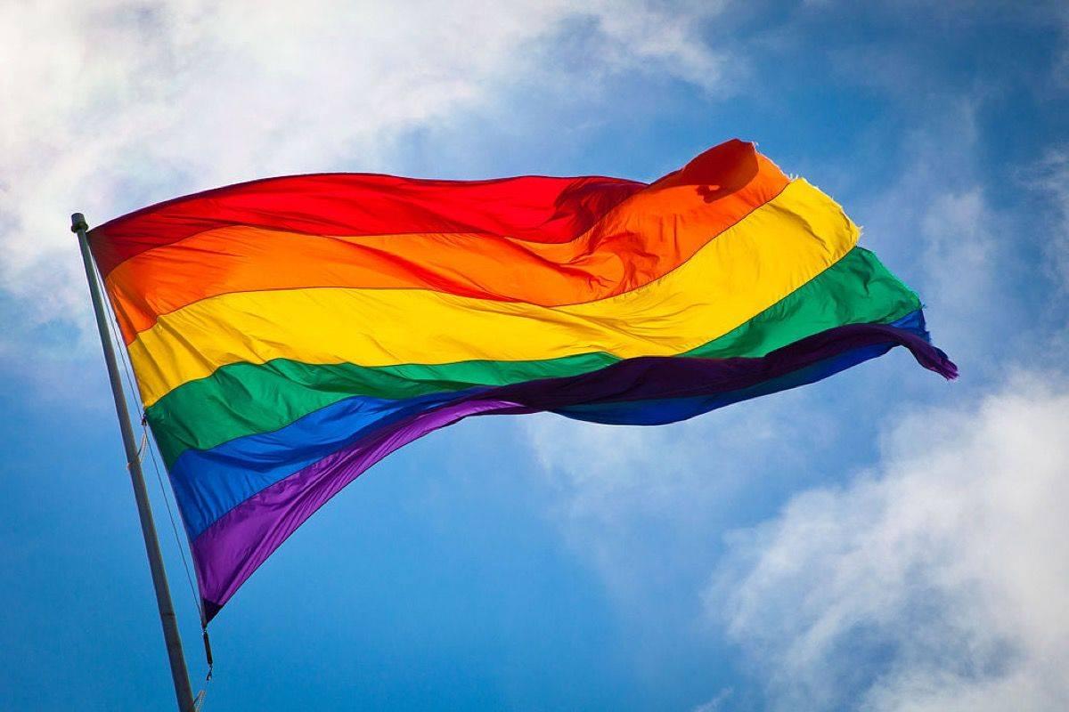 LGBTQ群体打造全新艺术影片,团结全球193面彩虹旗帜抵抗无声暴力