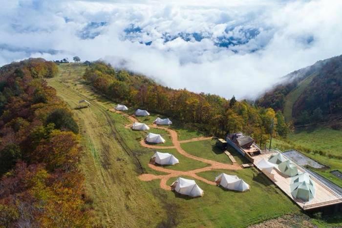 户外品牌Snow Peak开了家豪华露营基地