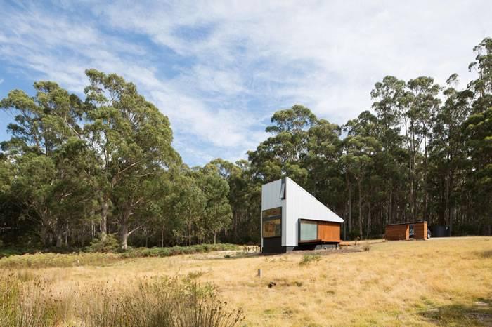 澳洲小岛上的木屋之家,让你体验在天地间沐浴的酣畅淋漓