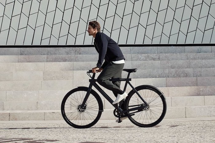 VanMoof发明超智能电动自行车,极简设计与未来主义的碰撞