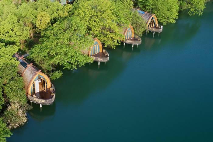 杭州富春江船屋,从《富春山居图》里走出的中国绝美山水酒店