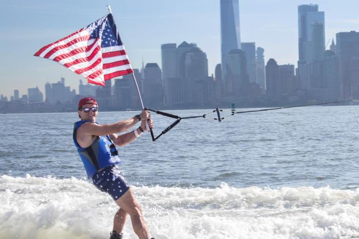 超级网红Casey Neistat告诉你在纽约冲浪的花样新玩法