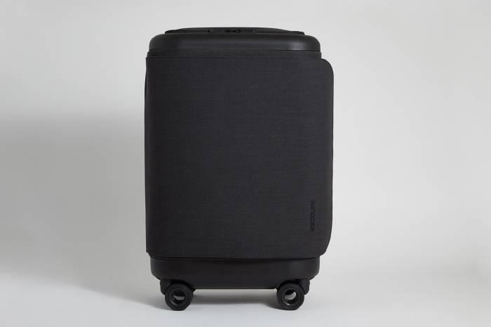 Incase智慧充电行李箱 旅行时再也不怕iphone没电了