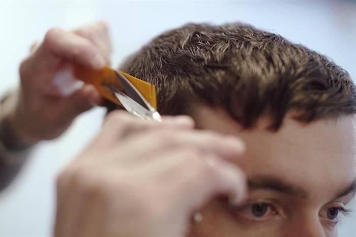 1分钟掌握修剪完美男士发型的三大要素