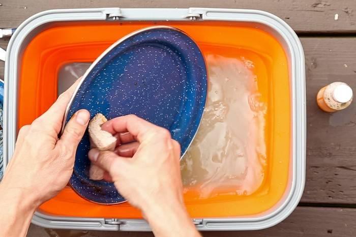 户外野餐清洗餐盘教学,将环保进行到底