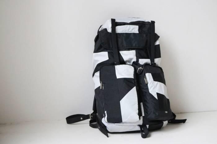 90年代运动风 waccowacco推出新款拼接山系背包