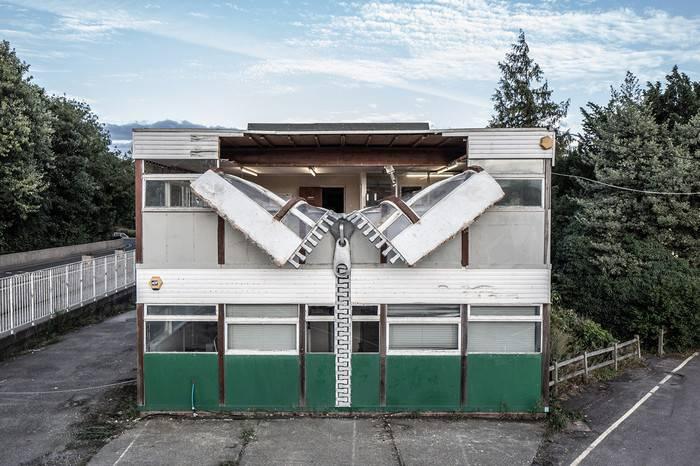 这位英国艺术家竟然用巨型拉链将整栋建筑全部拉开