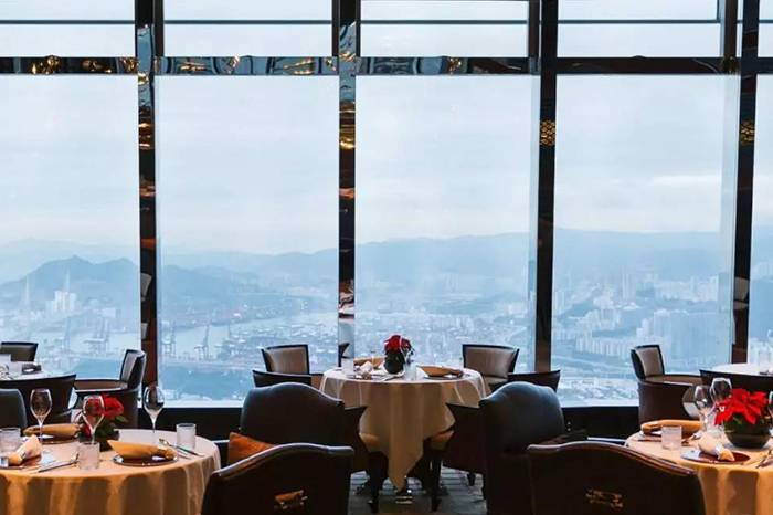 地球上最高的中餐馆,有钱人们都在吃些什么?