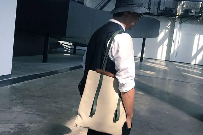 他在央美教设计的同时做了个包袋品牌, 周末还能抽空带两孩子去露营