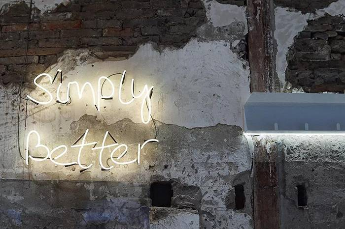 Simply Better:毛坯房里的咖啡店,冷酷外表下藏不住温暖的内心