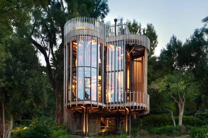 森林里的圆形玻璃树屋,360度拥抱大自然