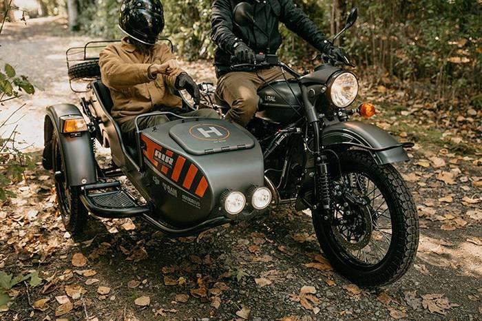 大疆跨界联名乌拉尔,首次把无人机装在了侉子摩托车上