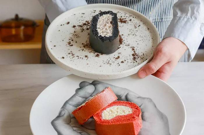 简单料理 | 红黑CP蛋糕卷 搭配酥脆巧克力碎和清新海盐