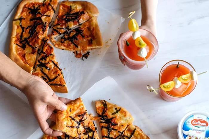 自制披萨搭配辣椒味鸡尾酒,什么玩法?