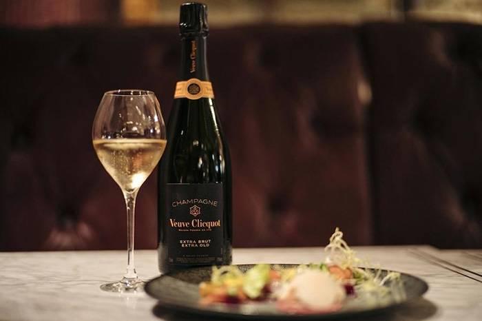 香槟王不是修士做的酒,但凯歌的庄主真的是寡妇