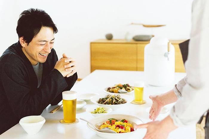 日本推出新鲜啤酒到家服务,简约设计的啤酒罐引人瞩目