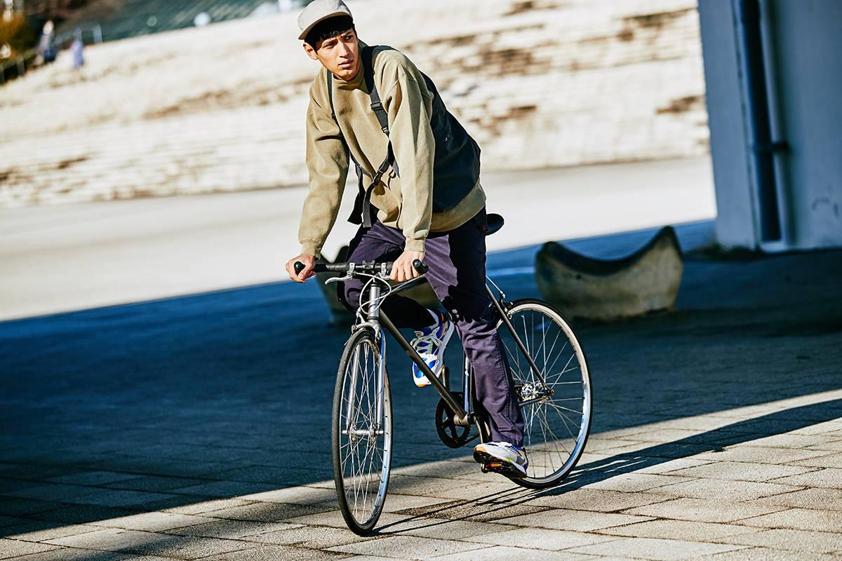 用一条GRAMICCI的户外休闲裤,玩转四种都市时髦造型