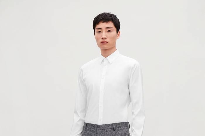 H&M旗下高端支线COS推出新一季的经典白衬衫
