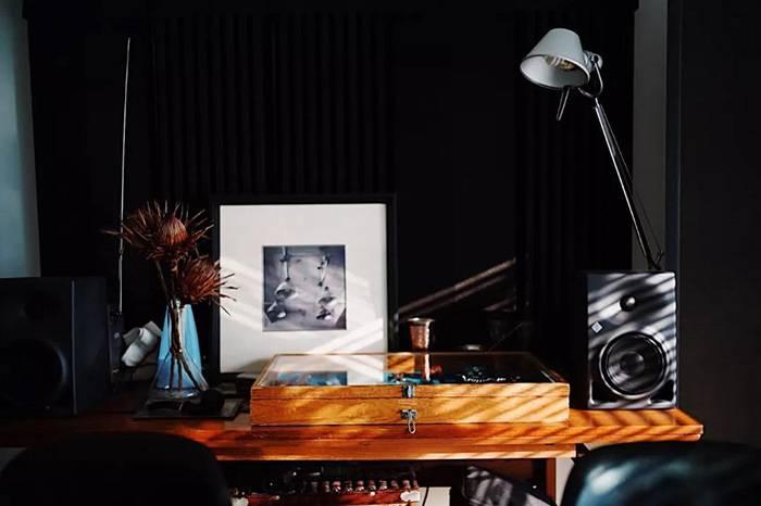精心装修的收藏品工作室,结果全家都搬进来住上了