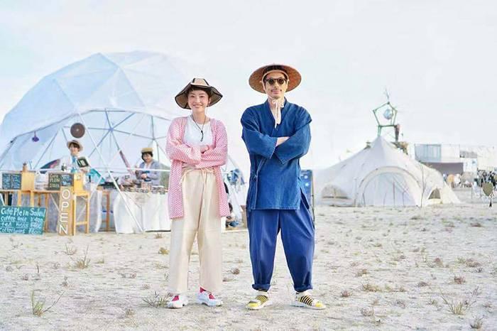 这对喜欢带着二手旧物露营的夫妻,简直是Outdoor Style的穿搭典范