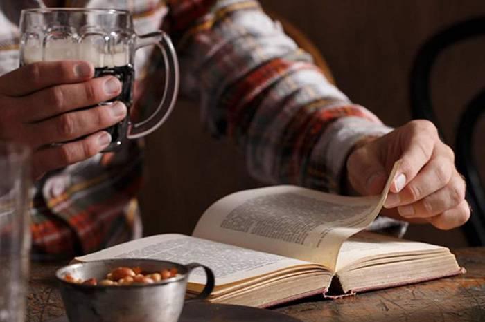 威士忌周报 | 英国人爱在酒吧看书,莎士比亚也曾是酒馆常客