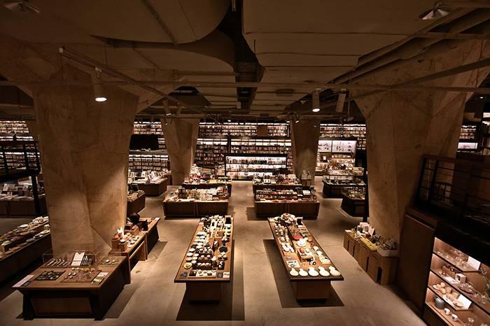 成都方所书店在城市中心打造了一个地下藏经阁