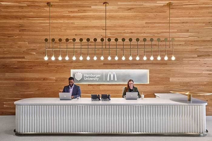 麦当劳新总部大楼设计,创意和色彩围绕了整个办公空间