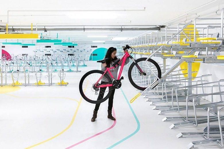 废弃多年的停车场,华丽变身最具设计感自行车库