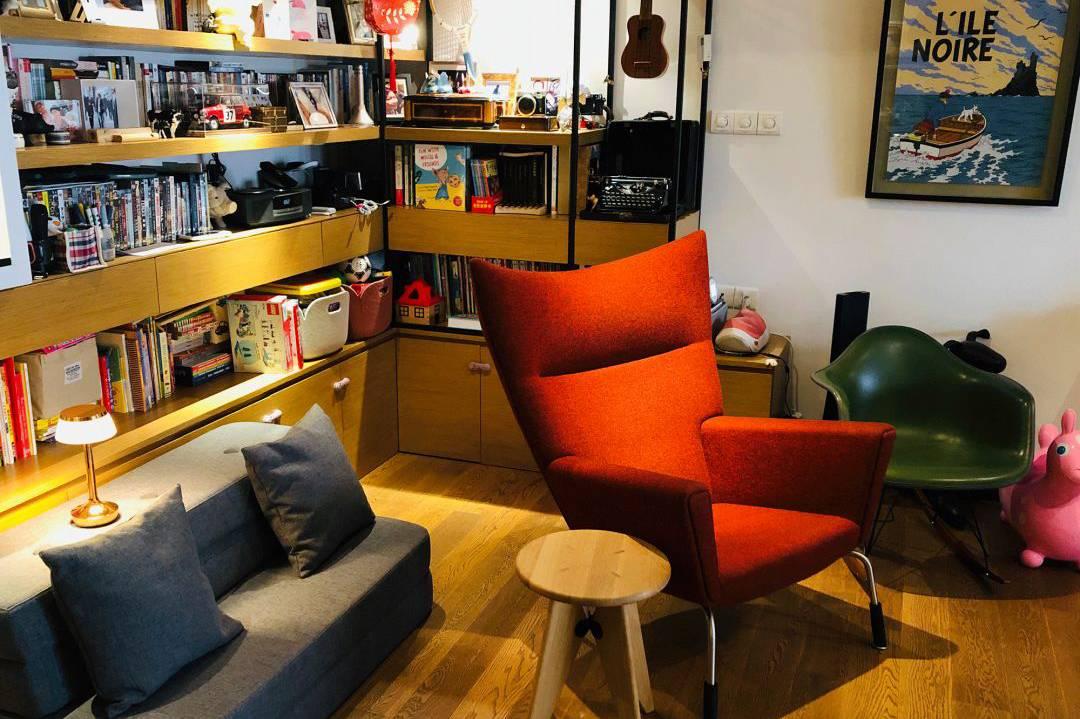 他在上海搬了三次家,选择家具,也选择与时间相处的方法
