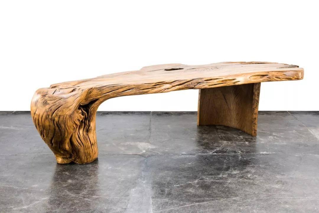 这位巴西设计师丛林生活15年用废弃木头做出艺术家具