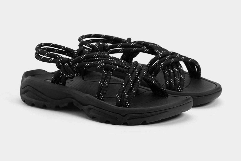 Bershka推出一双优质登山凉鞋,好穿还不贵